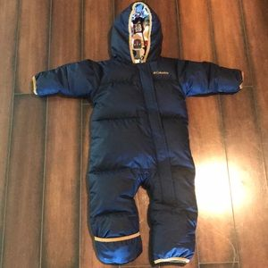 Columbia snowsuit 12-18 months. Like new ❄️💙